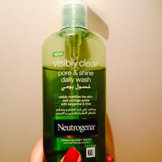 Neutrogena visibly clear pore and shine gel wash used